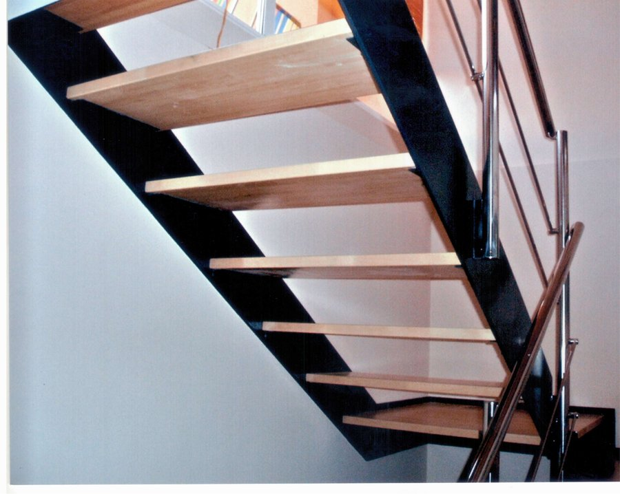 Foto escalera de hierro y madera con barandilla inox de for Escaleras interiores de hierro