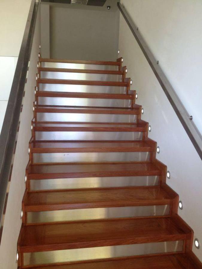 Foto escalera de jatoba con acero inox y leds de mampe - Leds para escaleras ...