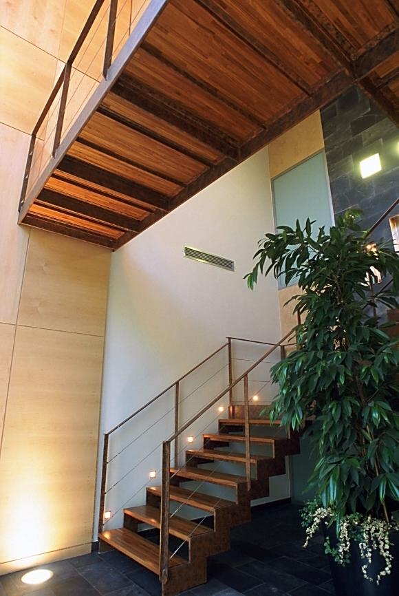Foto escalera de madera y hierro de s lvia r mallafr - Escalera hierro y madera ...