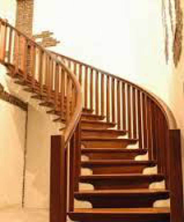 Foto escalera de madera de movanna 530238 habitissimo - Fabricar escalera de madera ...