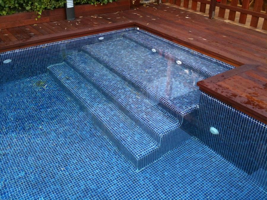 Foto escalera de obra piscina de soluciones acu ticas sl for Piscinas de obra