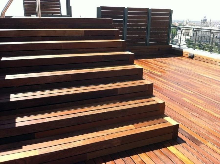 Foto escalera de obra revestida con madera de ipe de radu marin piscinas s l 467983 habitissimo - Escaleras de obra ...