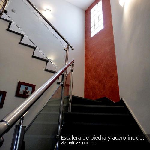 Escalera de piedra y acero inoxidable