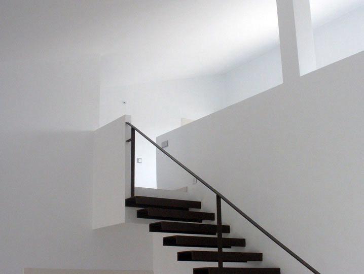 Foto escalera de vivienda unifamiliar en el bonillo for Escaleras de viviendas
