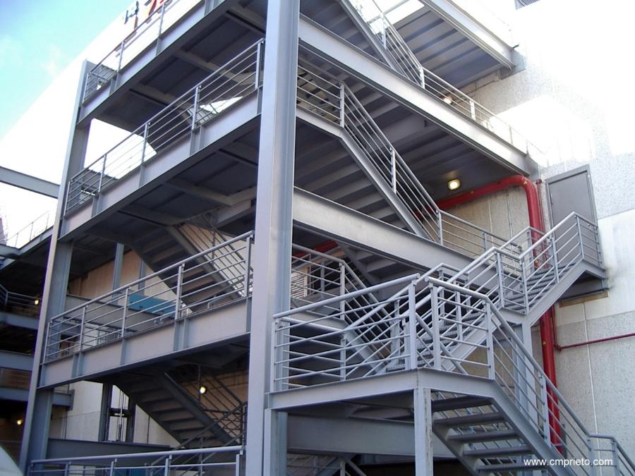 Foto escalera emergencia cc los prados de construcciones - Fotos de construcciones metalicas ...