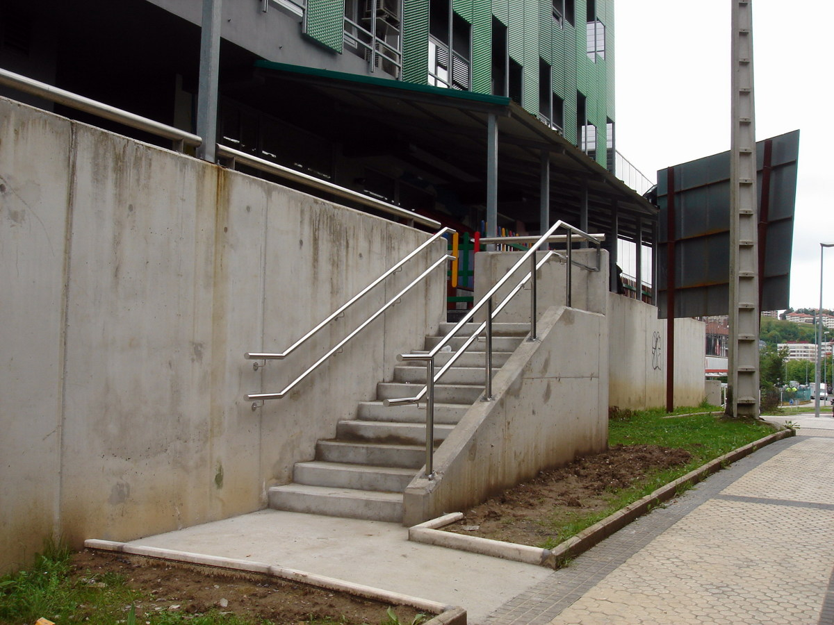 Foto escalera en hormigon armado de reformas c g c for Construir escalera de hormigon