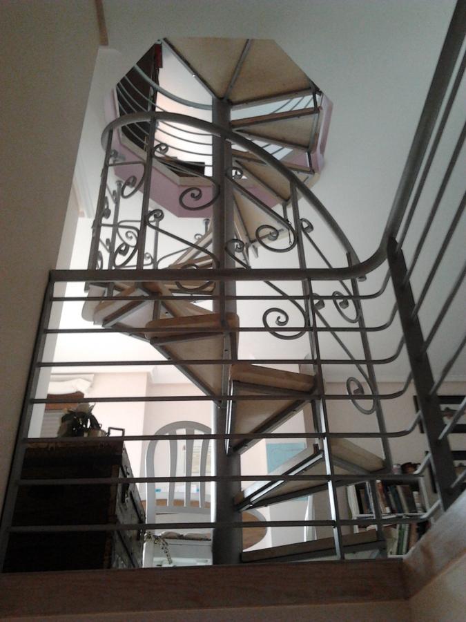 Escalera esmaltada color plata