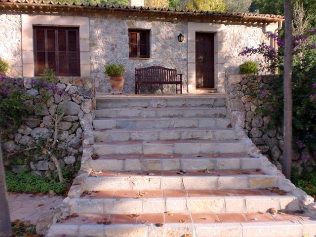 Foto escalera exterior de construcciones nadal gallard s for Escaleras de madera rusticas