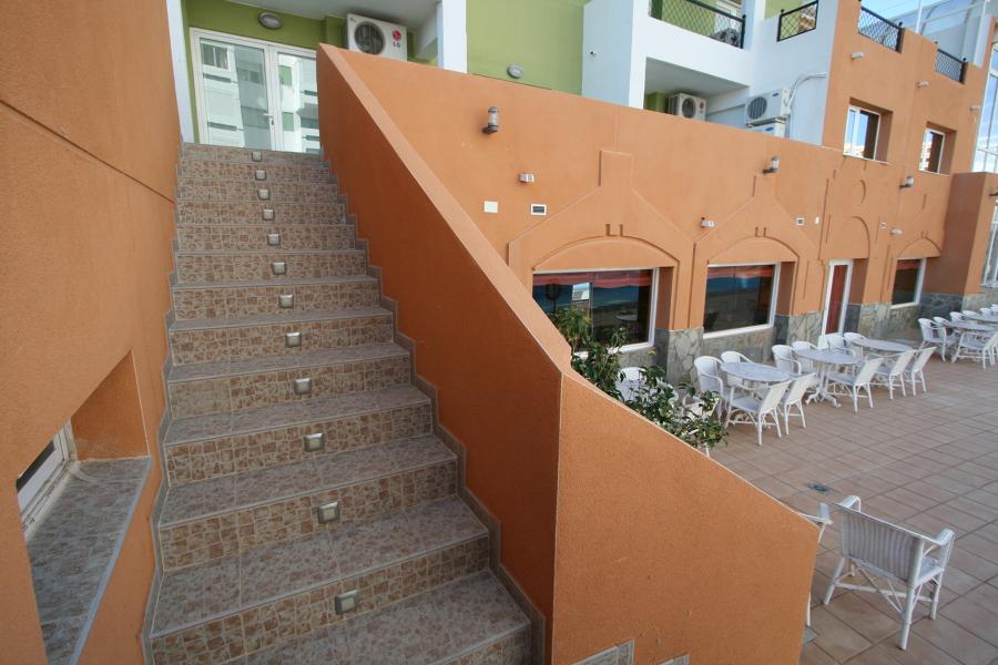 Escalera fachada de hotel