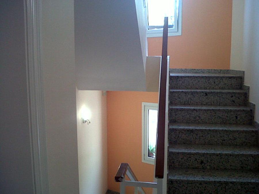 Escalera interior vivienda en el Carmel, BCN
