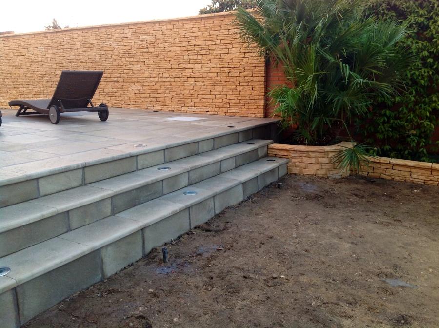 Foto escalera jardinera y pared r stico de radu marin - Jardineras en escalera ...