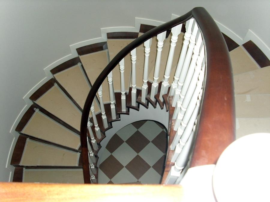 Foto escalera lacado blanco y madera roja de bricolage las ventas s l 400675 habitissimo - Escaleras semi caracol ...