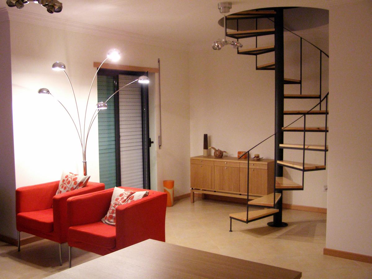 Foto escalera met lica de caracol de ibarkalde s l - Salones con escaleras ...