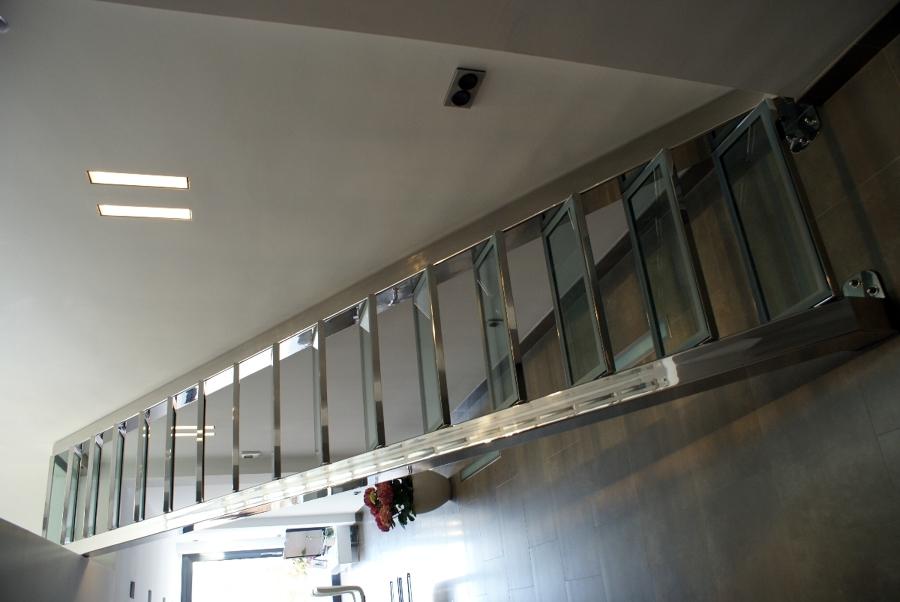 Foto escalera met lica de metal l rgiques germans for Escalera metalica plegable precio
