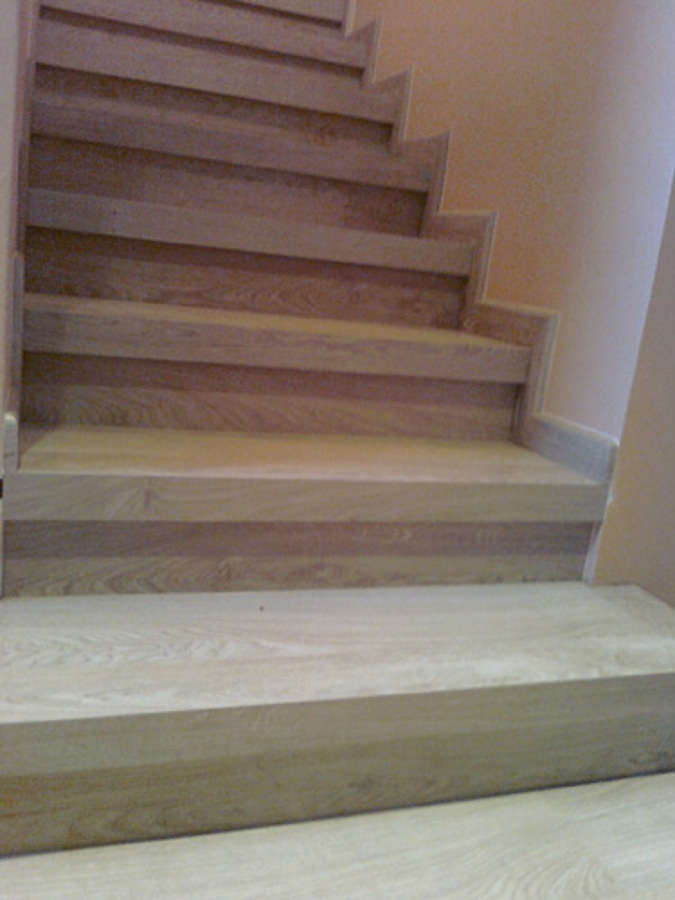 Foto escalera parquet laminado de grupo lober 507279 for Escaleras de parquet