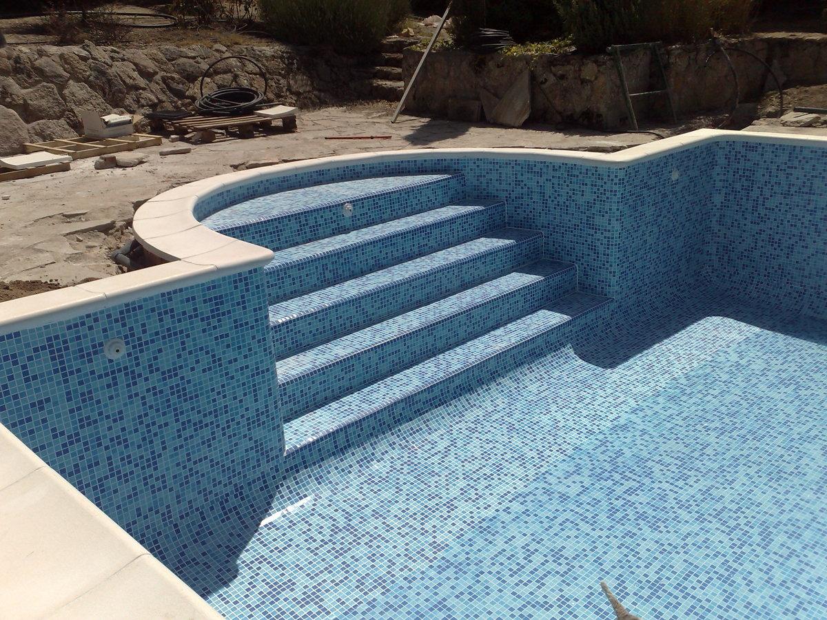 Foto escalera romana de piscinas alro sl 247052 - Escaleras de piscinas baratas ...