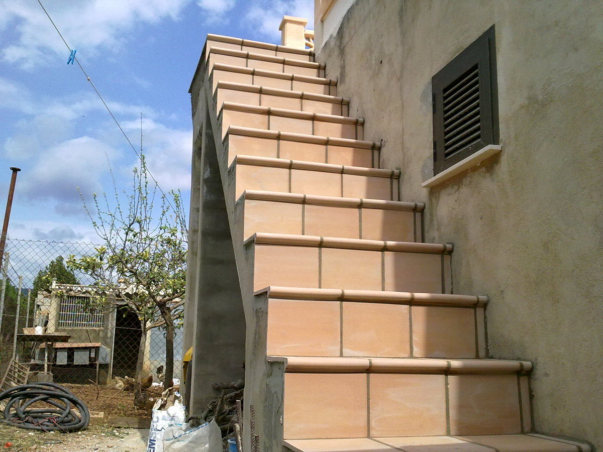 Foto escalera rustica de avio 5005s l 204136 habitissimo for Escaleras de madera rusticas
