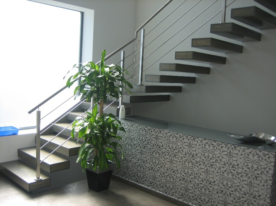 Foto escalera volada de aretia empresa constructora for Escaleras voladas de madera