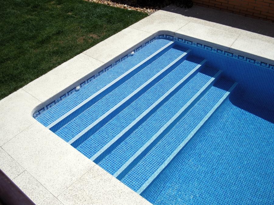 Foto escalera de aguamar piscinas y decoraciones s l for Escaleras de piscina
