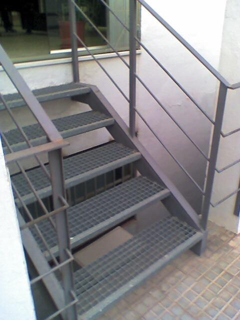 Foto escalera exterior de cerrajeria miguel navarro - Escaleras para exterior ...