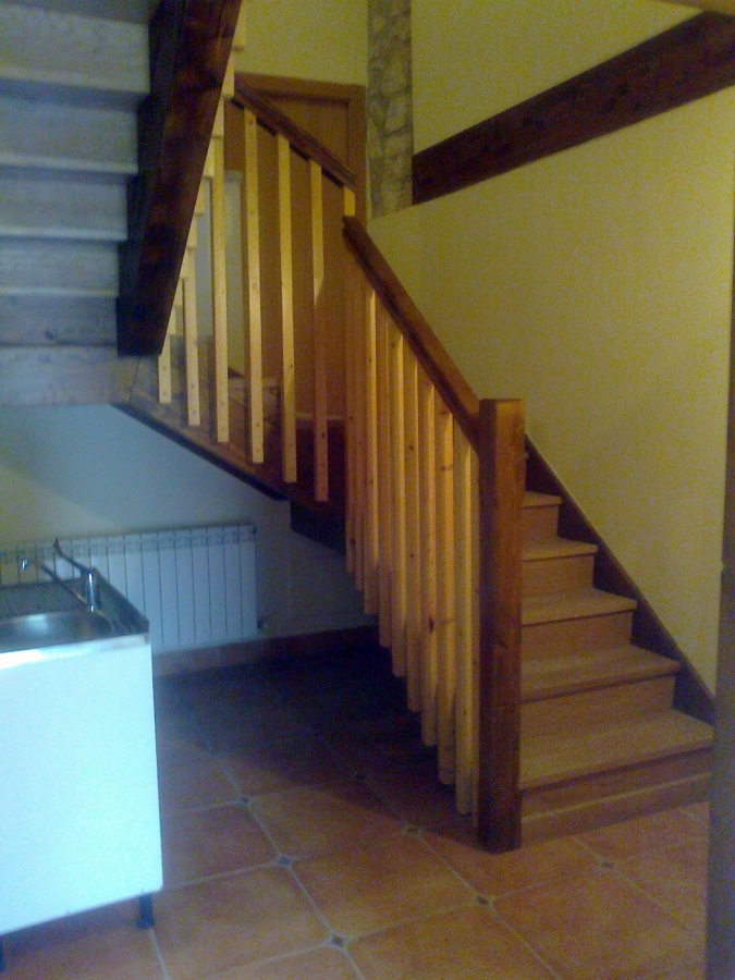 ESCALERA EN ROBLE Y PINO-627417746