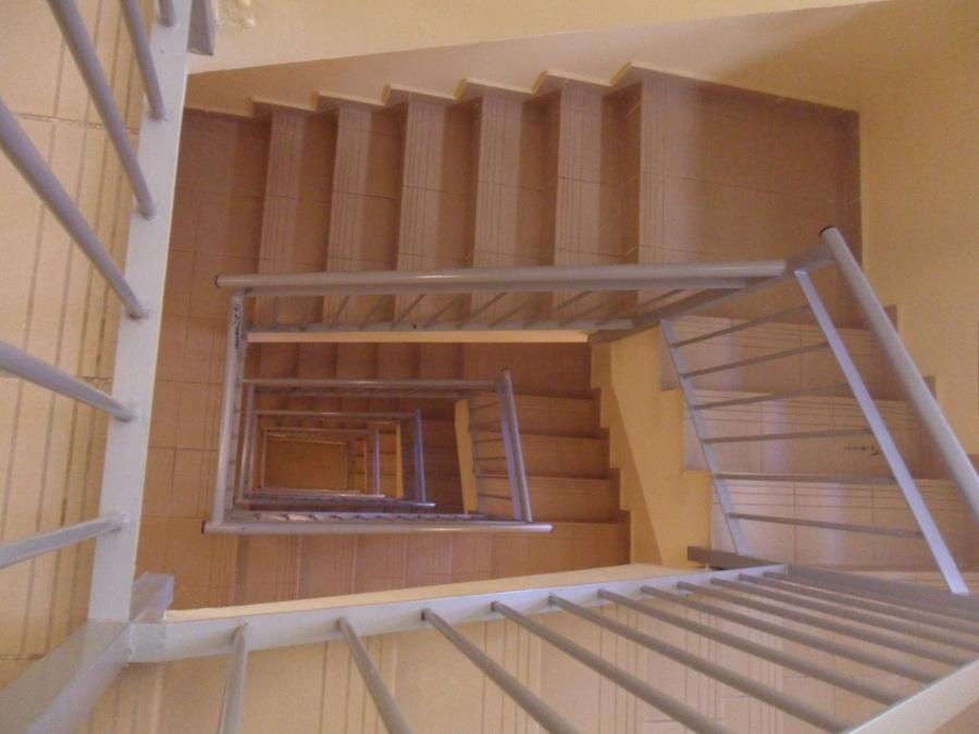 Foto escaleras comunidad de limpiezas f jos acedo for Apliques para escaleras de comunidad
