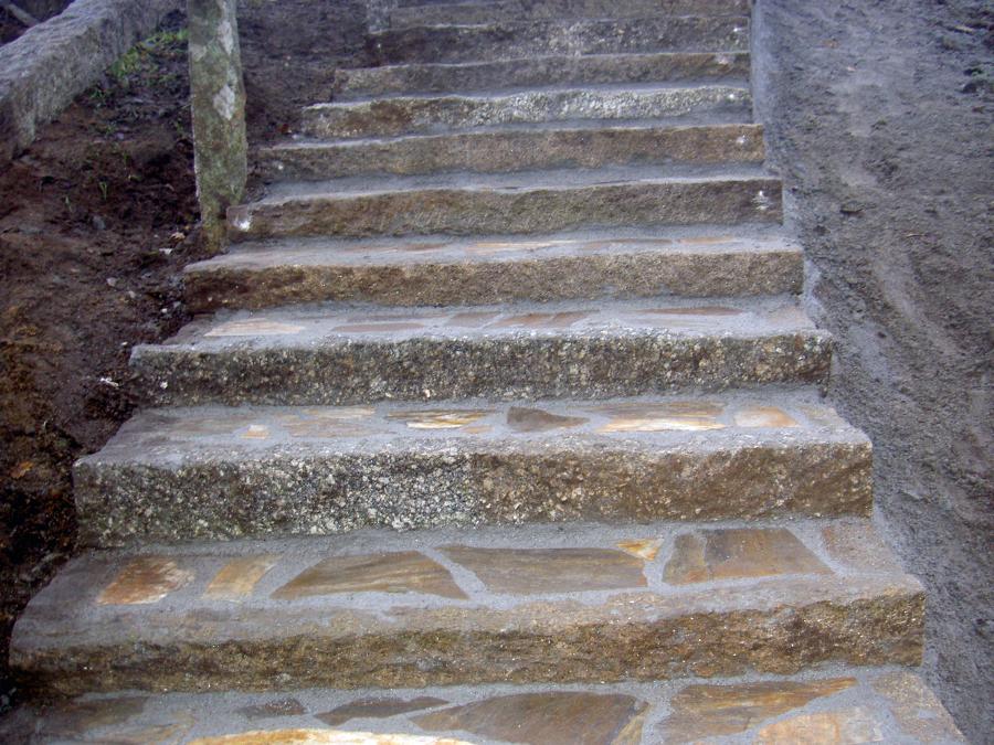 escaleras en granito rustico
