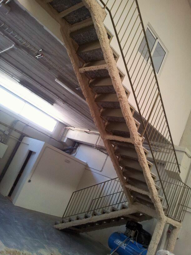 Foto escaleras metalicas de desarrollos y aplicaciones for Imagenes de escaleras metalicas