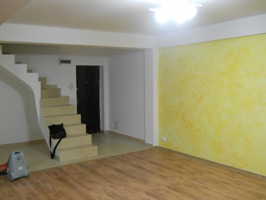 Foto escaleras salon de d d reformas integrales 534595 for Escaleras de salon