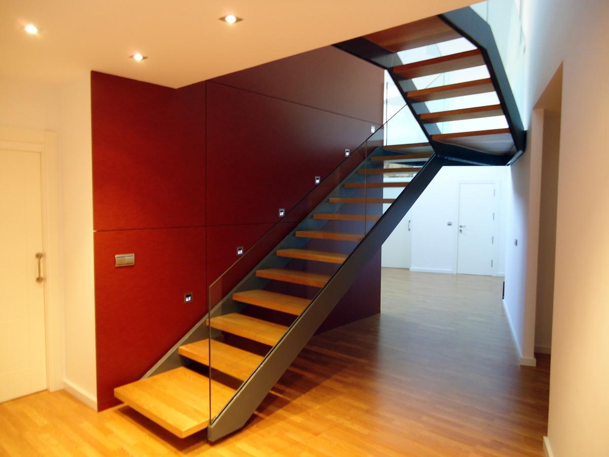Foto escaleras de empresa y tecnolog as exten 254734 for Escaleras metalicas con madera