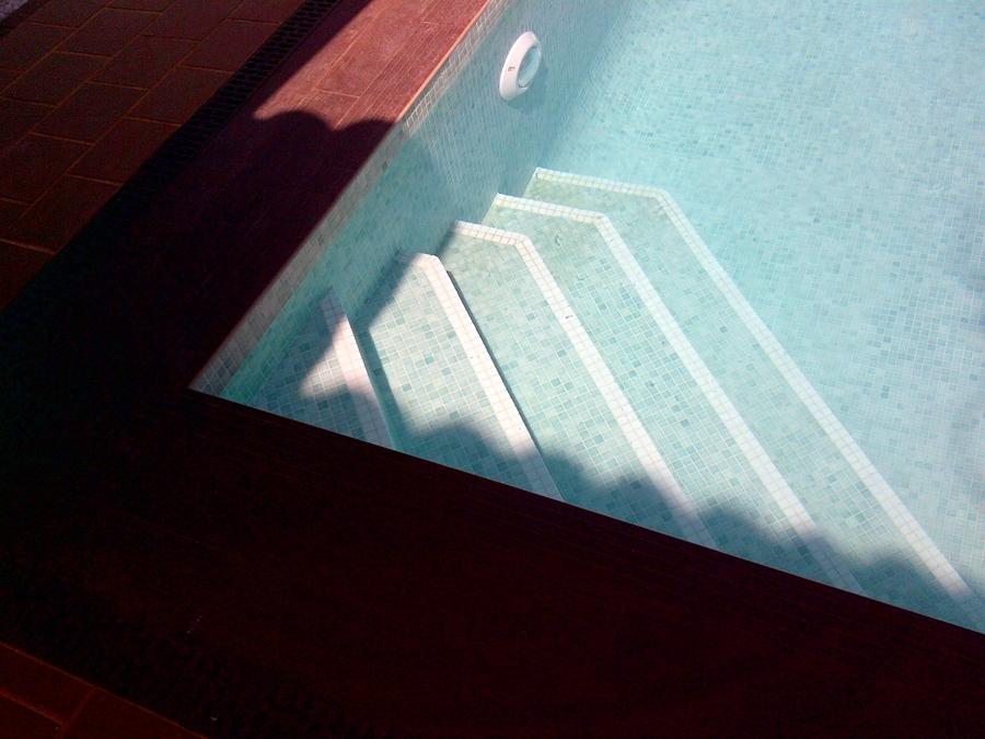 Foto escaleras de piscinas andalusi 315912 habitissimo for Escaleras de piscina