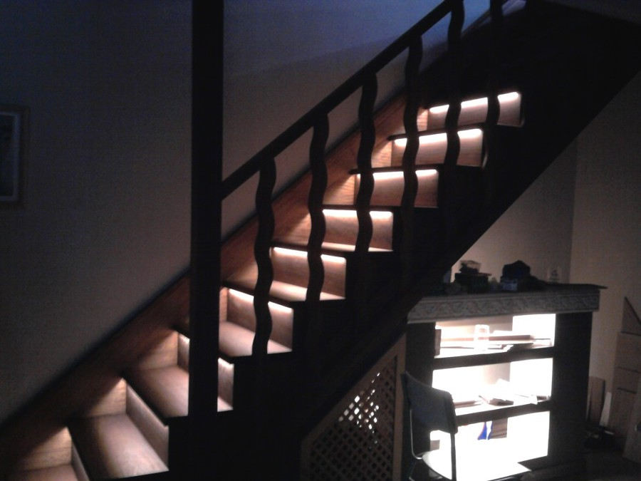 Foto escalones con iluminaci n led escalera en iroko con for Iluminacion led malaga