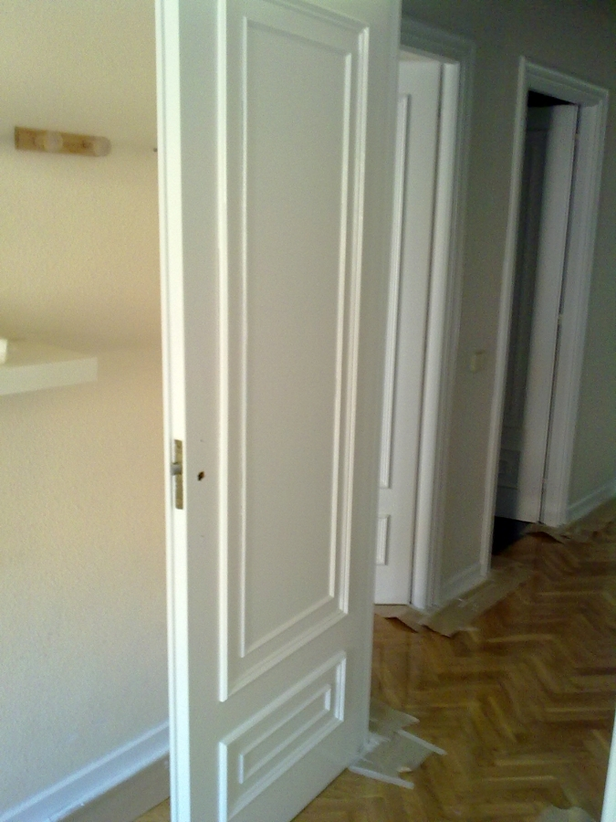 Foto esmaltado de puertas de paso con molduras de - Molduras para puertas de interior ...