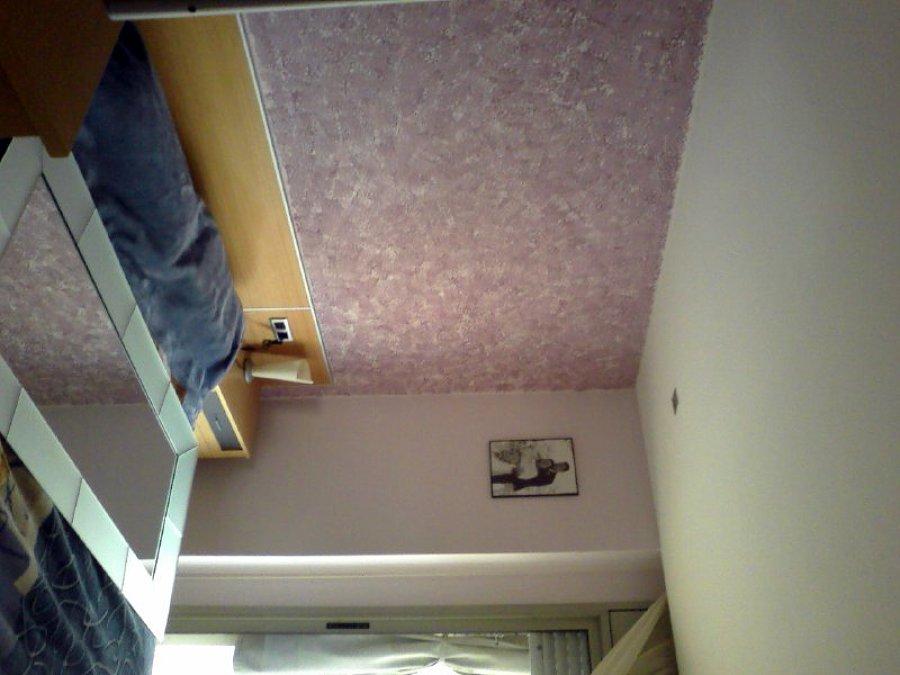 esponjeado en pared frontal de dormitorio
