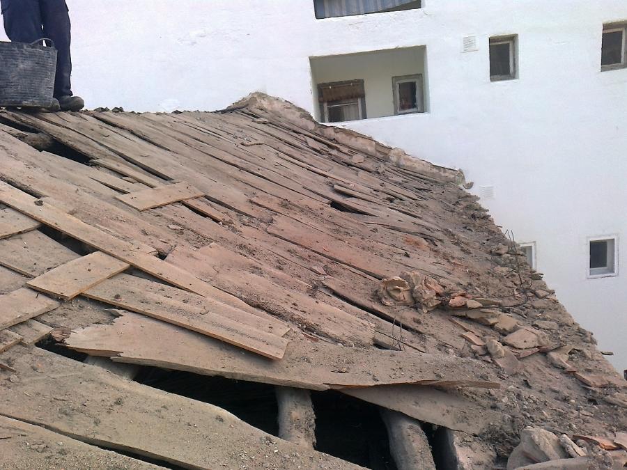 Estado de la estructura de madera después del desescombro