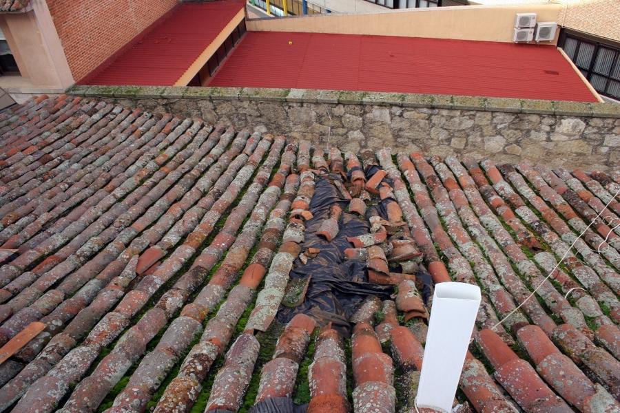 Estado inicial de un tejado en el casco antíguo de Zamora