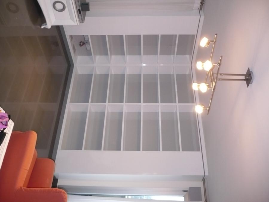 Foto estanteria lacada blanca de carpinteria pico s l 621672 habitissimo - Estanteria blanca lacada ...
