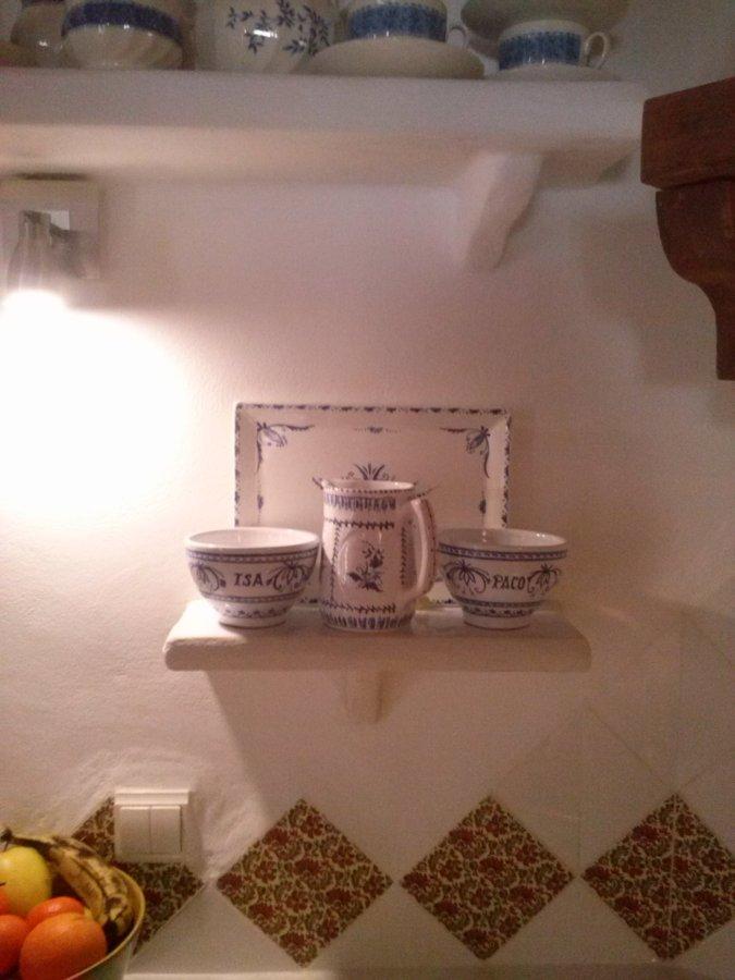 Foto estanterias de obra en cocina rustica de manitas del - Cocina rustica de obra ...