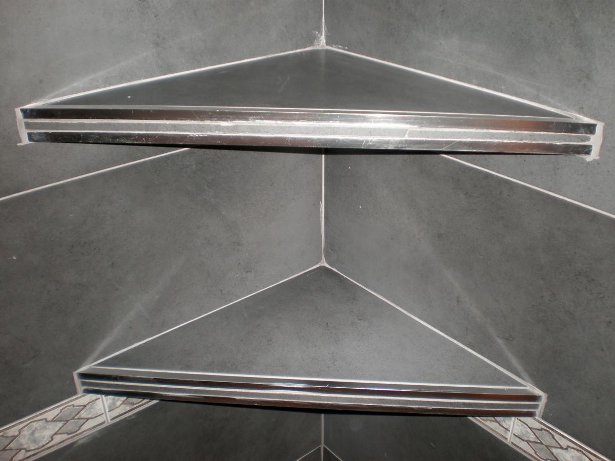Foto estanterias de obra en pared de ba o de corema - Estantes para interior ducha ...