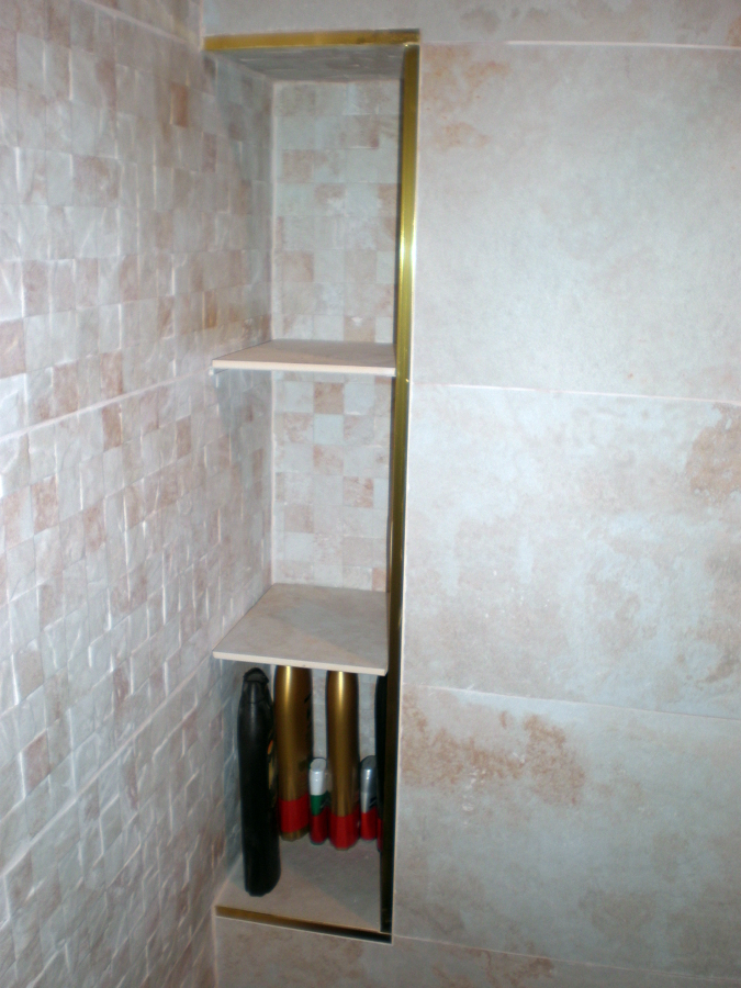 Foto estanterias de obra gres de porcelanosa de corema - Estante para ducha ...