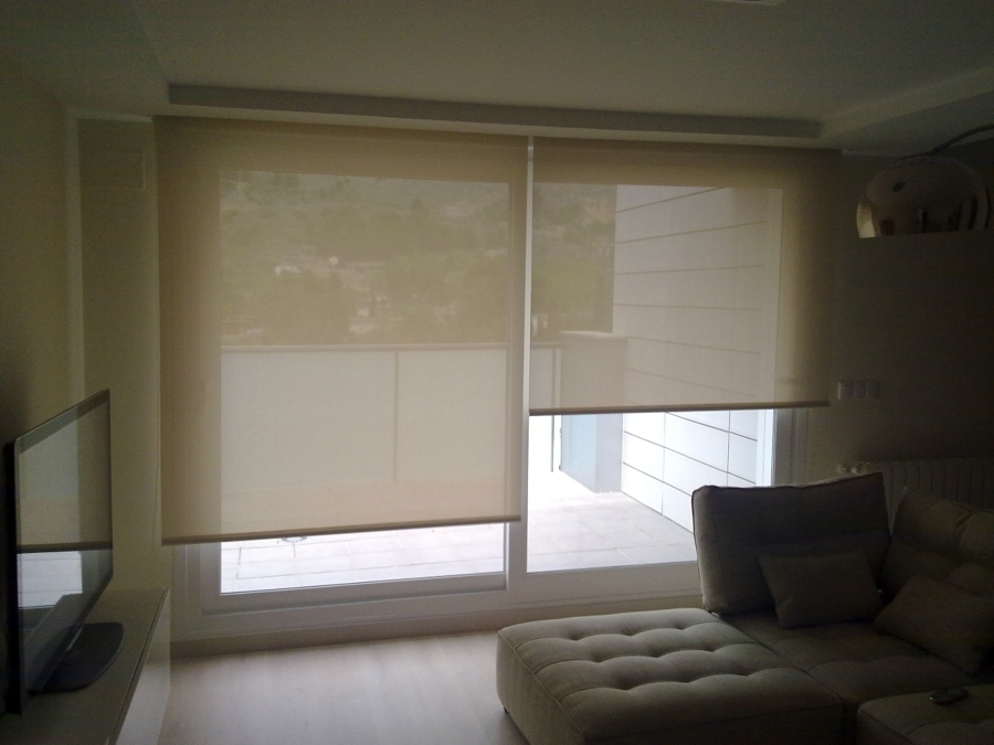 Foto estores enrollables de screen de cortinas y hogar - Cortinas salon rustico ...