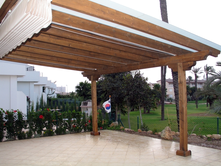 Foto estructura con toldo y cristal de seguridad de for Estructura de toldo