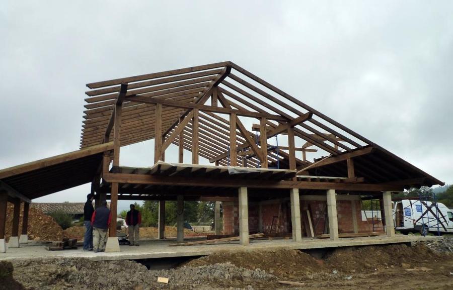 Foto estructura de madera entramado forjado y cubierta - Estructura de madera para piscina ...