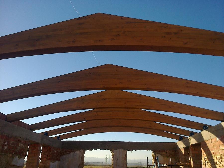 Foto estructura de madera de estructuras de madera for Tejados de madera vizcaya