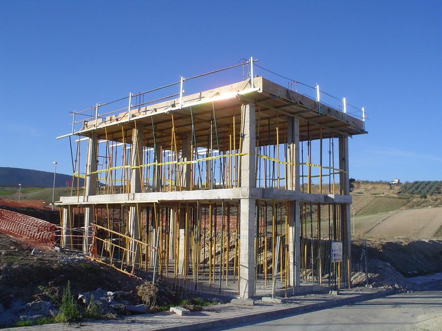 Foto estructura vivienda unifamiliar de construcciones j for Jm decoracion granada