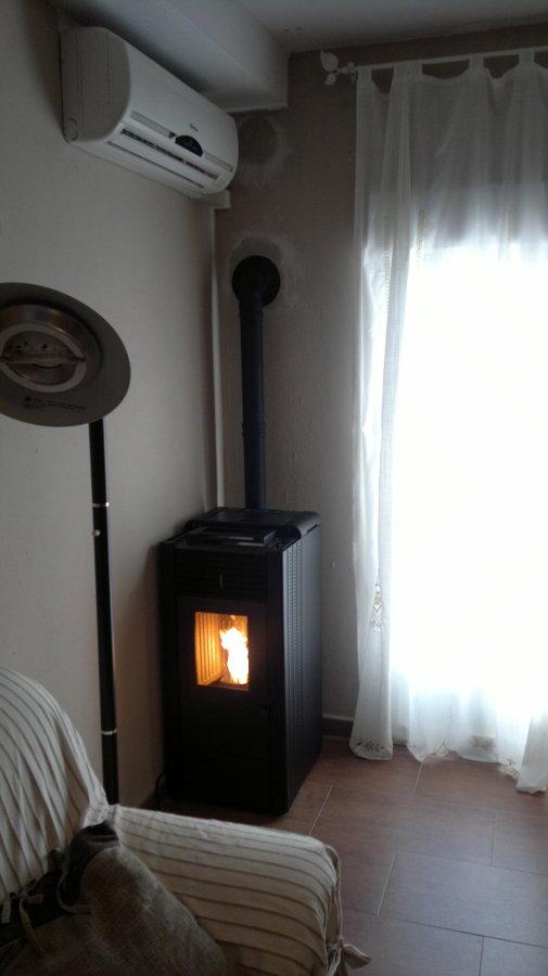 Foto estufa pellet raveli r 70 de chimeneas f nix 219157 - Precios de chimeneas de pellets ...