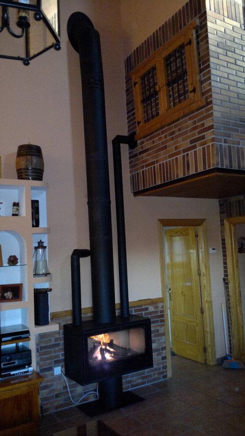 Foto estufa salamandra modelo termofoc con salidas de - Instalacion de chimeneas de lena ...