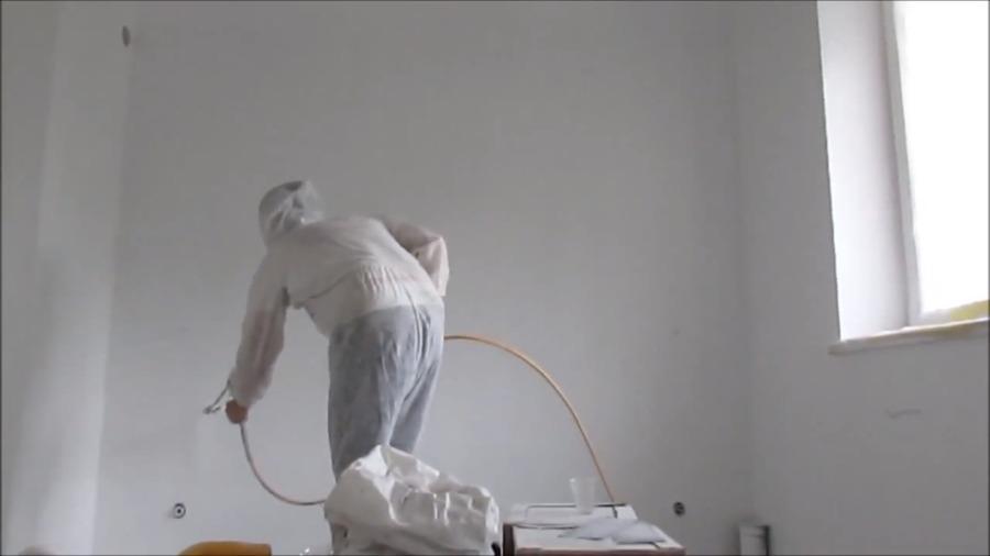 Pintando piso en blanco