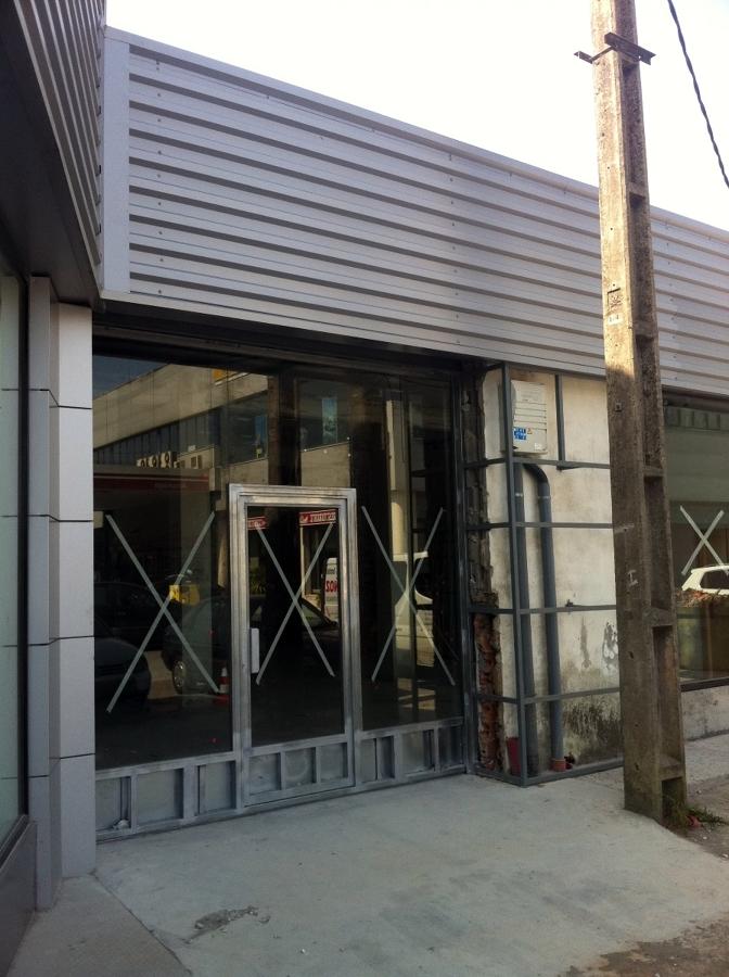 Foto fachada aluminio chapa y panel de baramet s l for Fachada aluminio