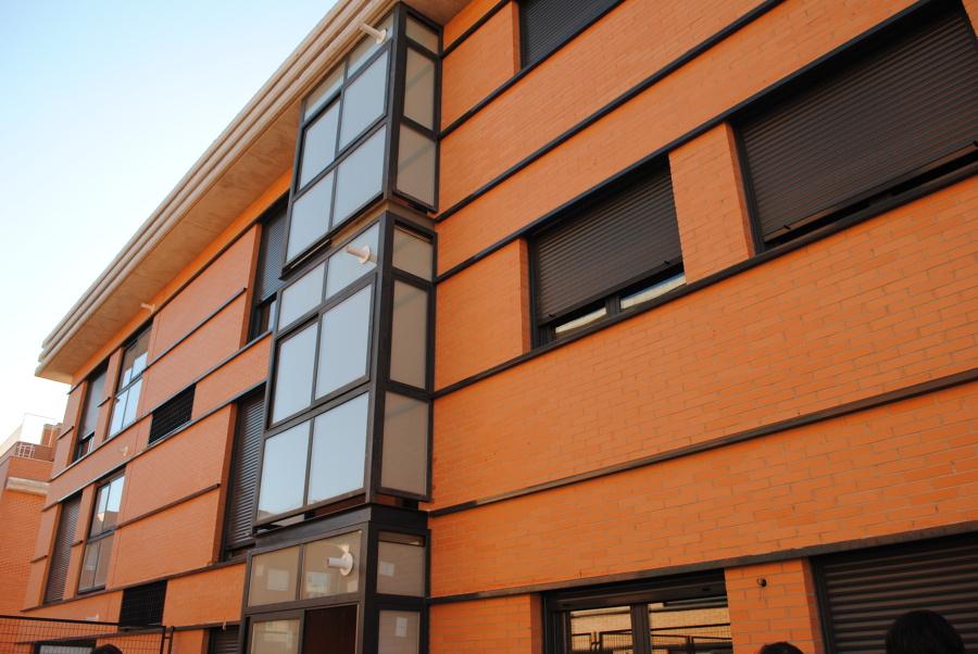 fachada con cerramiento aluminio